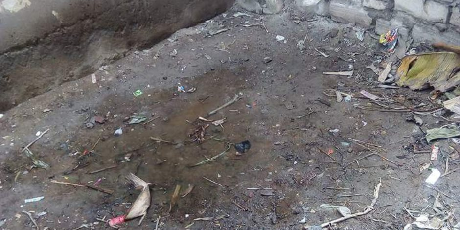 """إلى السيدة نادية عبده.. مياه الصرف الصحي """"تأكل"""" بيوت كوم القناطر في أبوحمص (صور)"""
