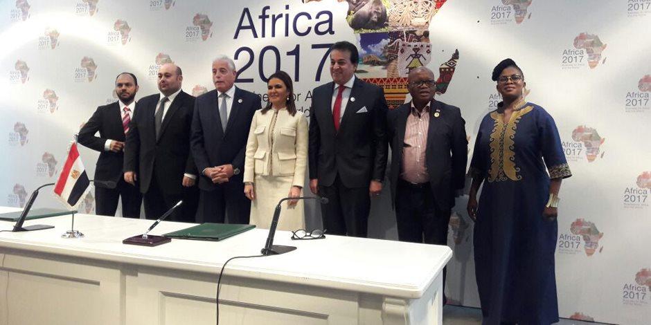 كوميسا 2017.. سحر نصر تشهد توقيع اتفاقية لإنشاء جامعة دولية بمصر (صور)