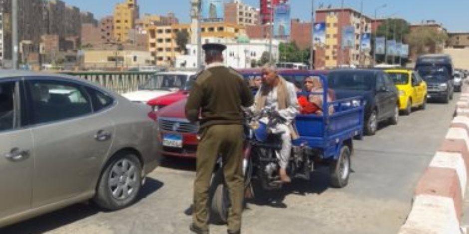 تحرير 1363 مخالفة مرورية وفحص 10 سيارات مجهولة بميادين المنوفية