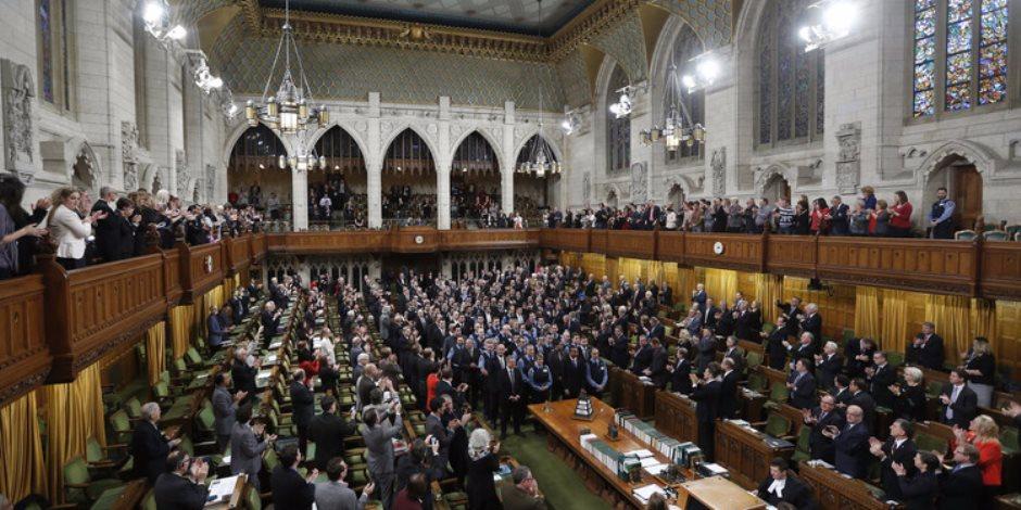 برلمانى بريطاني يتهم فيسبوك بإهمال طلب مجلس العموم حول الخروج من دول اليورو