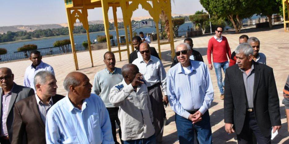 محافظ أسوان يؤكد استكمال منظومة التطوير خلال جولته بكورنيش النيل (صور)