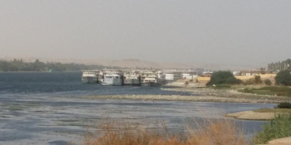 """للمرة الثانية خلال 48 ساعة.. شحوط 4 بواخر أمام """"كوم أمبو """" بسبب انخفاض مياه النيل"""