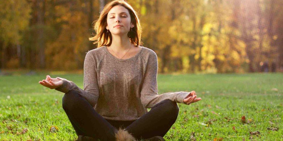 التأمل وكتابة اليوميات والتنزه طرق تجعلك أكثر ايجابيا في الأجواء الباردة