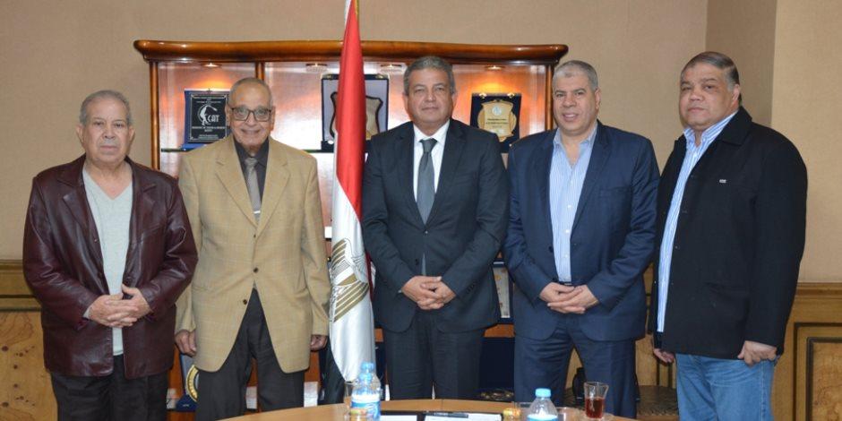 وزير الرياضة يناقش استعدادات حفل تكريم قدامي اللاعبين (صور)