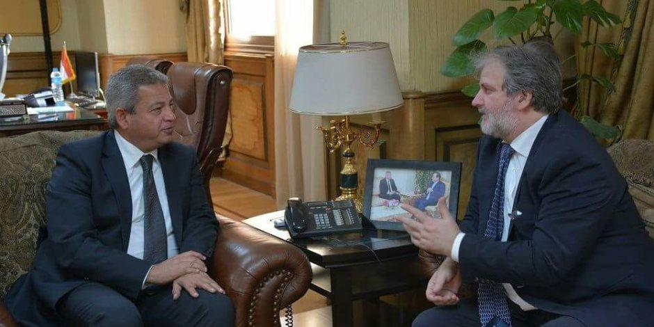 وزير الرياضة يناقش سبل التعاون الثنائي مع سفير صربيا (صور)