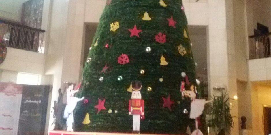 بدلة بابا نويل وشجرة كريسماس.. إزاي تفرح أطفالك وتنظم حفلة في البيت