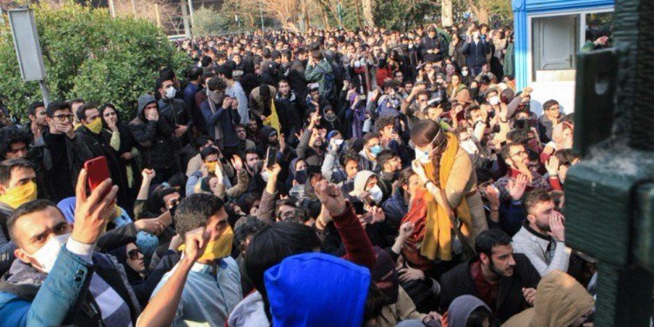 """إيران تنتفض والنظام يعتدي على المواطنين و""""الجزيرة"""" عاملة من """"بنها"""""""