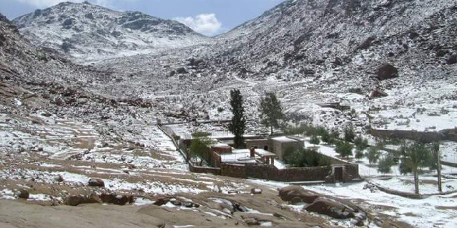 اللآلىء الثلجية تكسو أرض الفيروز احتفالا بعيد الميلاد (صور)