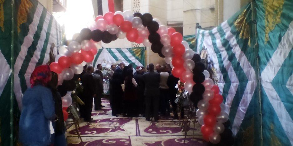 محافظ دمياط يهنىء الأقباط بعيد الميلاد المجيد خلال زيارته لكنيسة السيدة العذراء (صور)