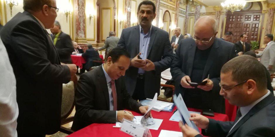 أعضاء مجلس النواب يبدأون تحرير توكيلات ترشيح الرئيس عبدالفتاح السيسي