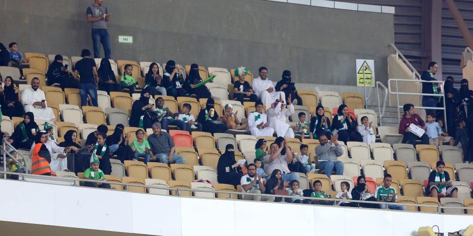 5 مشاهد من تواجد السيدات بالملاعب السعودية للمرة الأولى في تاريخ المملكة (صور)
