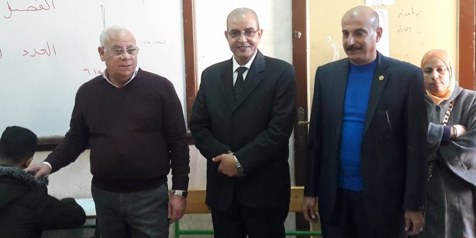 محافظ بورسعيد يتفقد لجان امتحانات الشهادة الاعدادية(صور)