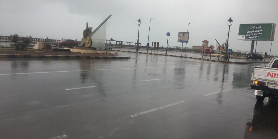 سقوط أمطار خفيفة ومتقطعة على مناطق متفرقة بمدن البحر الأحمر