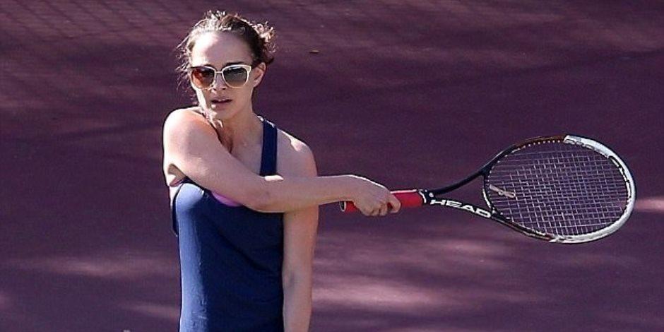 ناتالي بورتمان تمارس التنس بمهارة (صور)