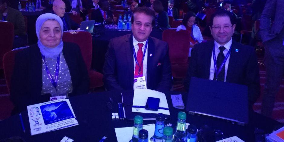 وزير التعليم العالي يشهد الجلسة الرئيسية الأولى للمنتدى العالمي للتعليم بلندن (صور)