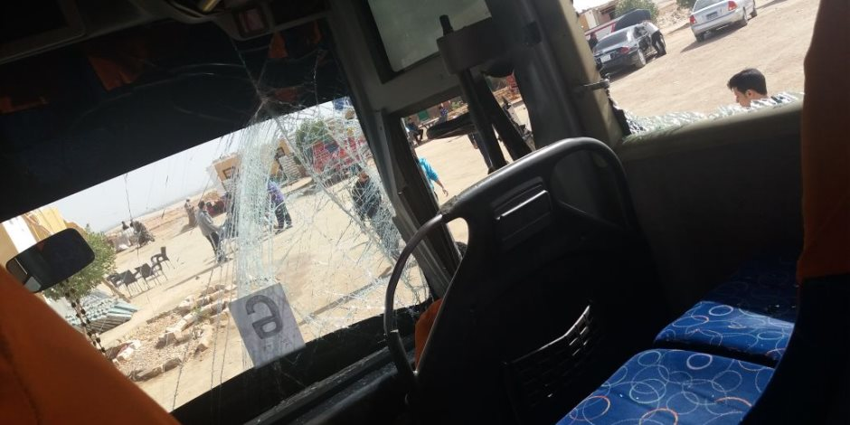 """اصطدام أتوبيس يقل """"فوج شباب"""" بسيارة محملة بالحجارة بالأقصر (صور)"""