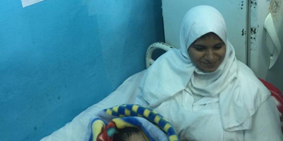 """سجنية تضع مولودتها بمستشفى سجن القناطر.. وحقوق الإنسان بـ""""النواب"""" تطمئن على حالتها"""