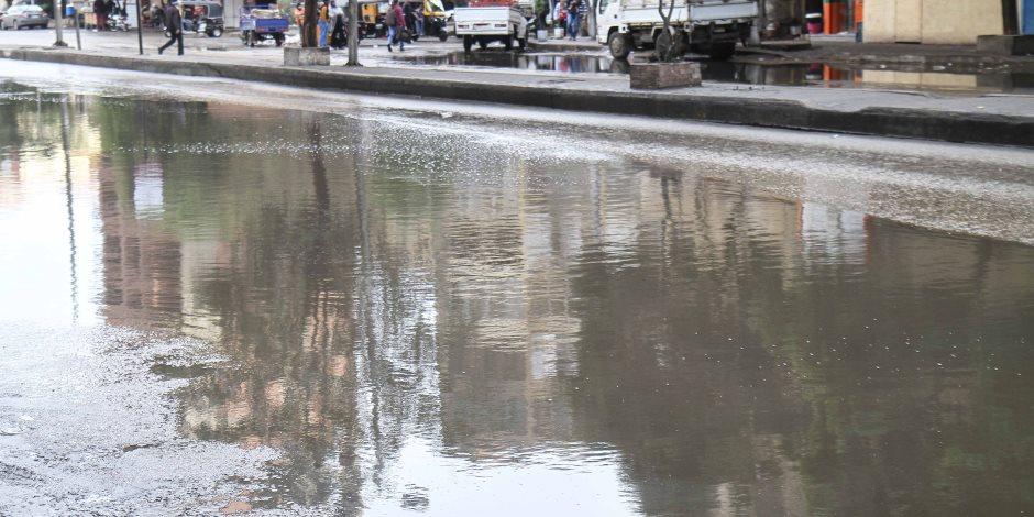 انتشار سيارات لشفط تراكمات مياه الأمطار بمحاور القاهرة (صور)