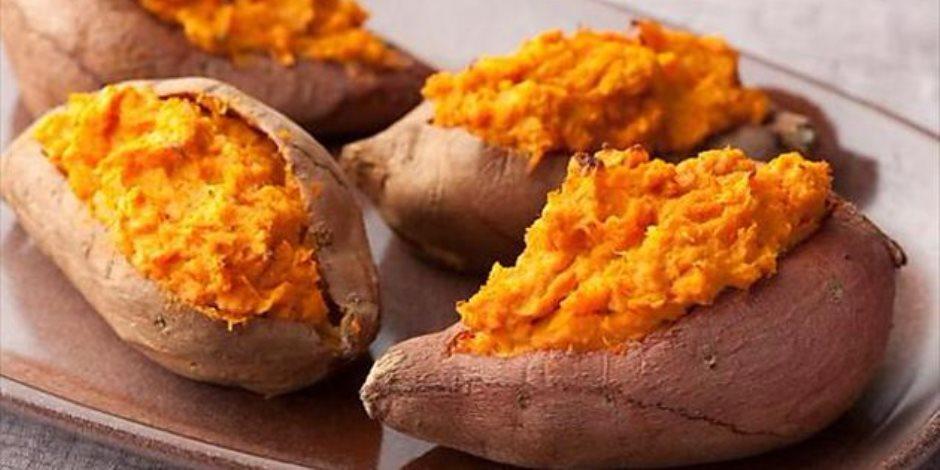 تسيطر على نسبة السكر في الدم.. تعرف على فوائد البطاطا الحلوة والمكسرات والبقوليات