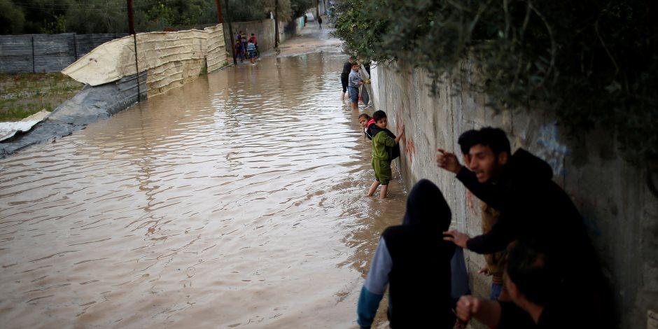 أمطار رعدية غزيرة تضرب شوارع الإسكندرية (صور)
