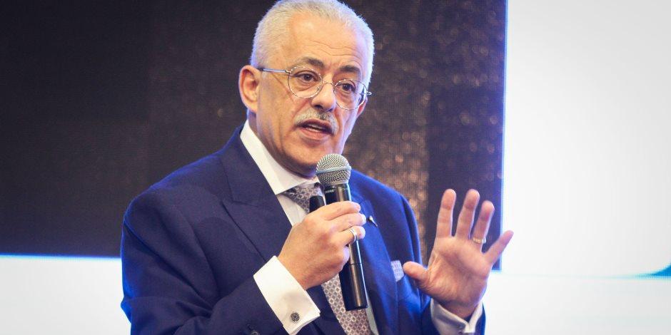 نائب طارق شوقي يسترضى جموع المعلمين: «هنزود الرواتب»
