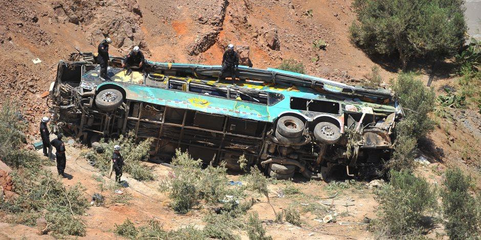 مصرع 17 شخصا وإصابة 33 أخرين إثر اصطدام حافلة بشجرة في تايلاند