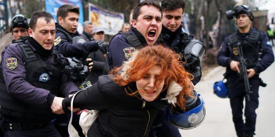 بالتزامن مع اقتراب اليوم العالمي للمرأة.. نساء تركيا في سجون أردوغان