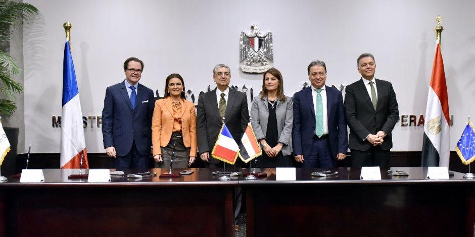 مصر وفرنسا توقعان 4 اتفاقيات في مجالات الطاقة والنقل (صور)