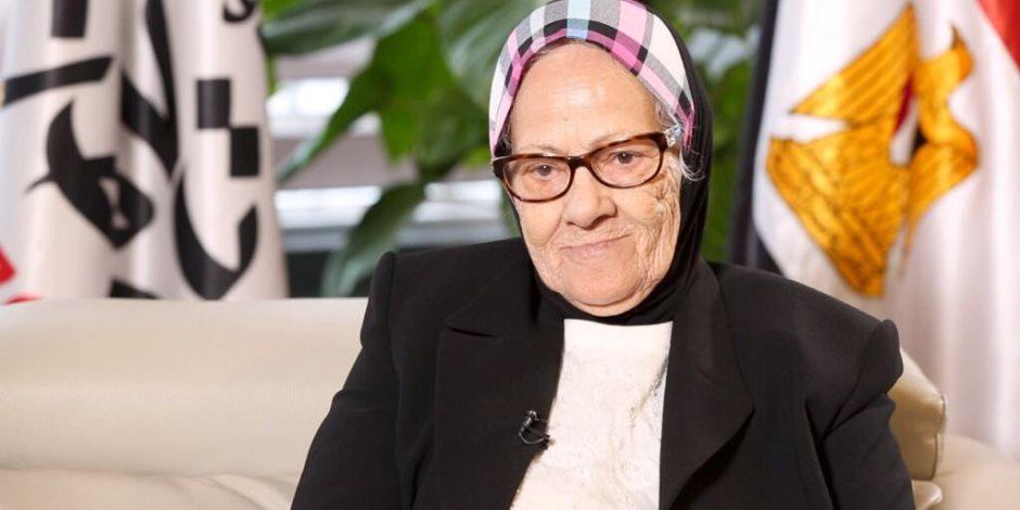 للمساهمة في تنمية سيناء.. سيدة تتبرع بذهب قيمته 260 ألف جنيه لصندوق تحيا مصر