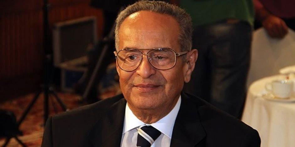 رئيس الوفد الجديد يوقع قرارًا بتشكيل المجلس الاستشاري للحزب