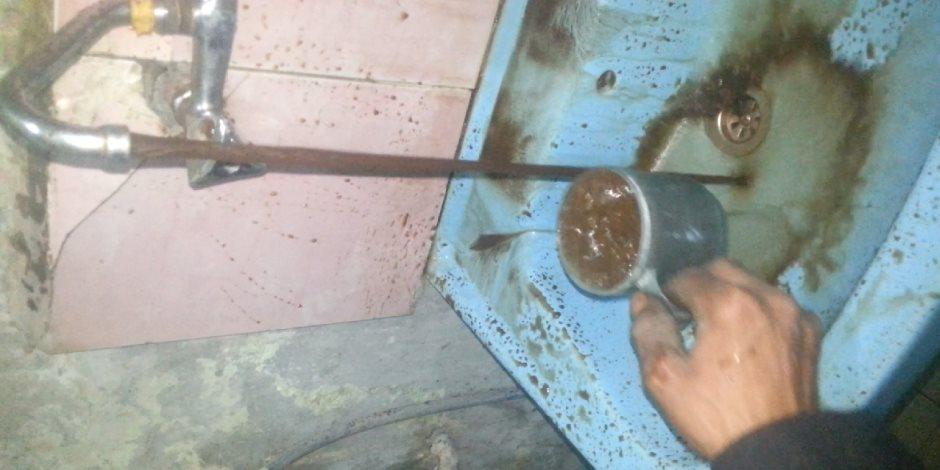 إلى من يهمه الأمر: سكان قرية السماحة بأسوان يشربون مياه بالطين (فيديو)