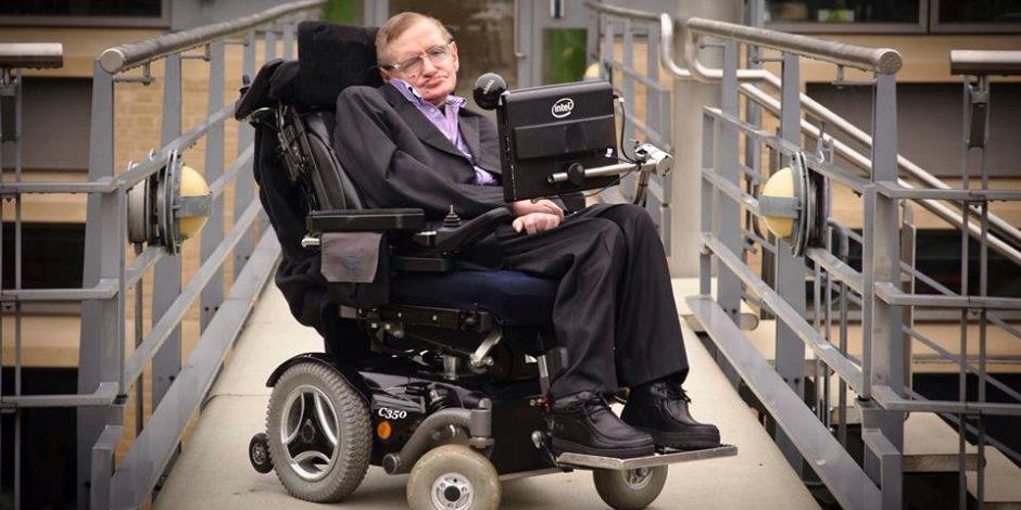 """مؤلفات عالم الفيزياء الراحل """"ستيفن هوكينج"""" تلقي رواجا على موقع """"أمازون"""""""