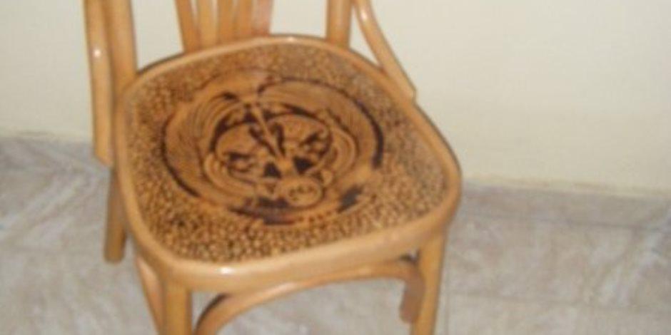 4 محاولات فنية لإنصاف الكرسى الخشب وإنقاذه من التهميش (صور)