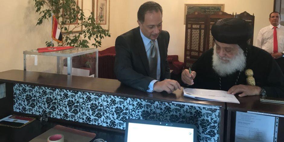 أسقف الكنيسة المصرية بجنوب إفريقيا يشارك في الانتخابات الرئاسية بالخارج (صور)
