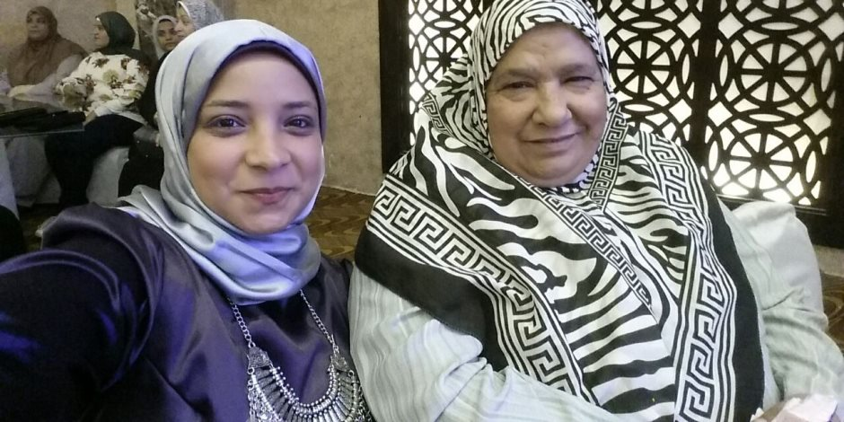 الحاجة نعيمة: فوزي بلقب الأم المثالية حقق حلمي بمقابلة الرئيس السيسي