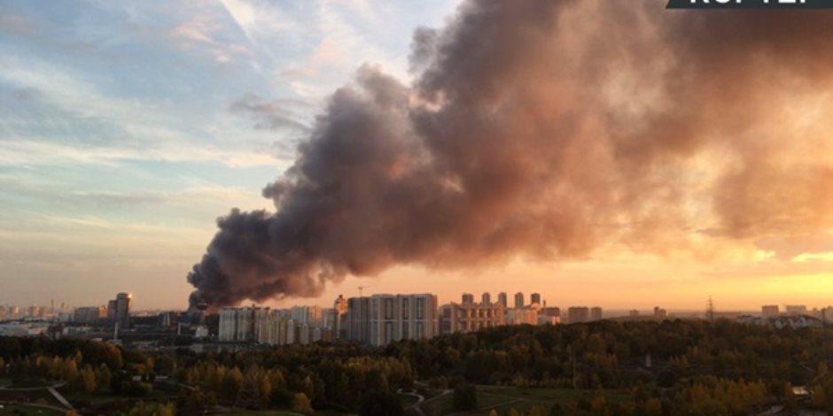 مصرع 4 قتلى بينهم 3 أطفال في حريق ضخم بمركز تجاري بروسيا