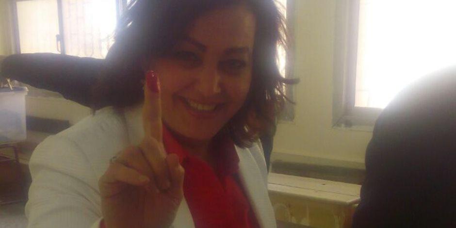 منى محرز تشارك في الانتخابات وتؤكد: للمرأة دور هام في الاستحقاقات الدستورية