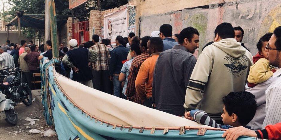 المواطنين بالحوامدية يرقصون على أنغام المزمار البلدي بعد مشاركتهم فى الانتخابات