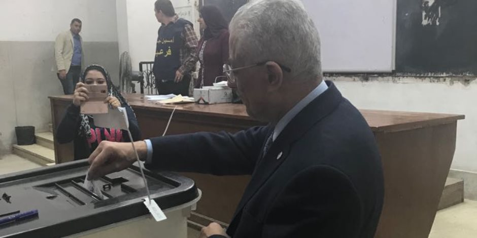 وزير التعليم يدلي بصوته في الانتخابات الرئاسية بالدقي (صور)