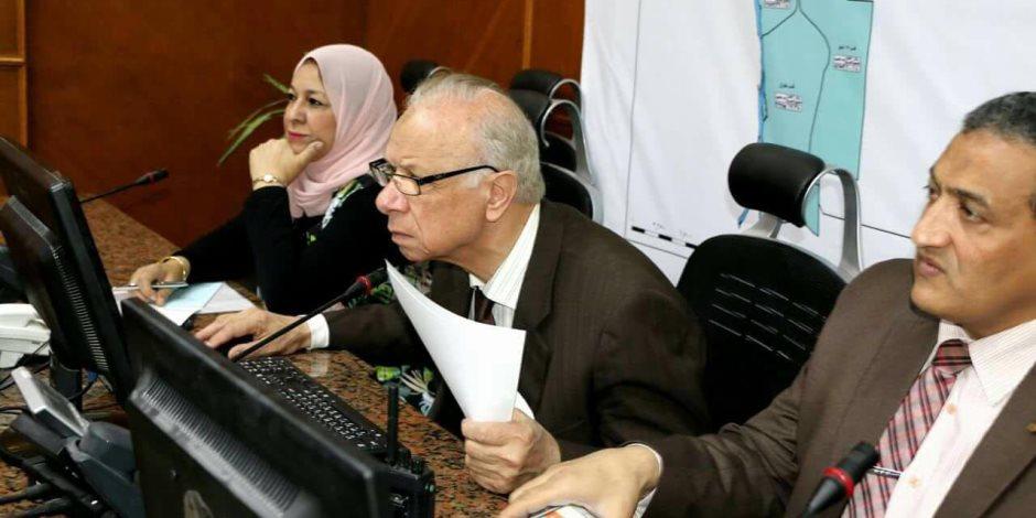 محافظ القاهرة يتابع سير الانتخابات الرئاسية من غرفة عمليات المحافظة (صور)