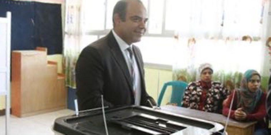 رئيسا البورصة والرقابة المالية يصوتان في الانتخابات الرئاسية (صور)