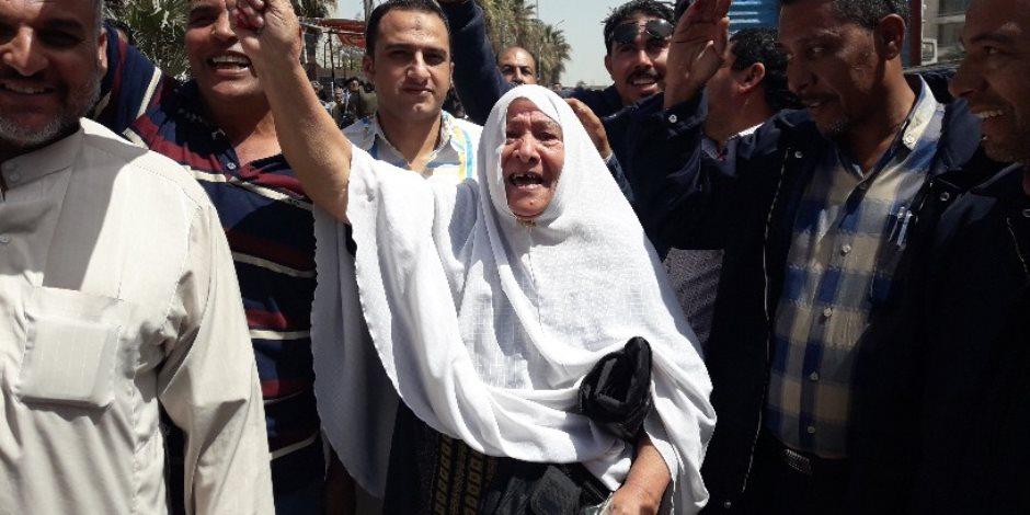 في منتصف اليوم الأول.. المصريون يوجهون رسالة إلى داعش: «ما بنخافش»