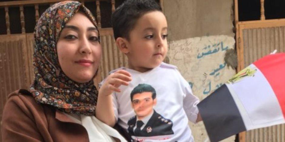 أسر الشهداء يستكملون مسيرة أبنائهم : مشاركتنا بانتخابات الرئاسة تقهر الإرهاب (صور)