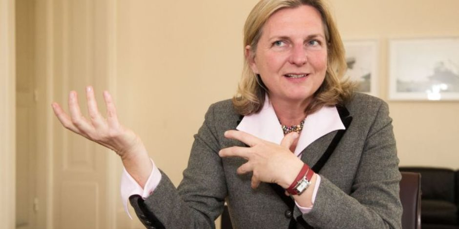 تحدثها باللغة العربية ليس الأول.. 3 ملامح من اهتمام وزيرة خارجية النمسا بقضايا العرب