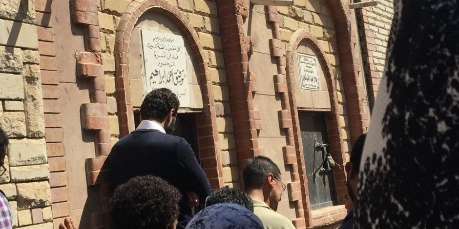 «جنازته كما توقع».. بكاء في وداع الأديب أحمد خالد توفيق بطنطا