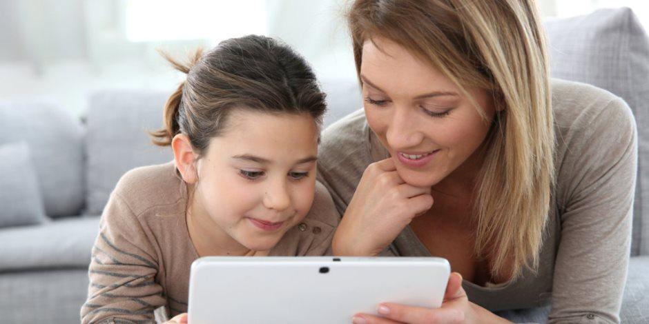 طفلك من عشاق التكنولوجيا.. تعرفي كيف تنمي مهاراته بعيدا عن التلفزيون والموبايل
