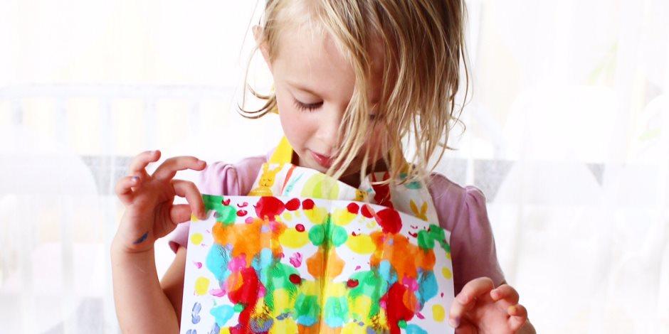ارسمي مستقبل طفلك بالألوان ... التشجيع والتدريب يزيد ثقته بنفسه