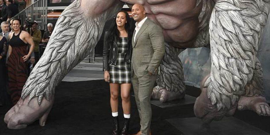 دوين جونسون يتألق مع ابنته سيمون بمناسبة العرض الأول لفيلم Rampage