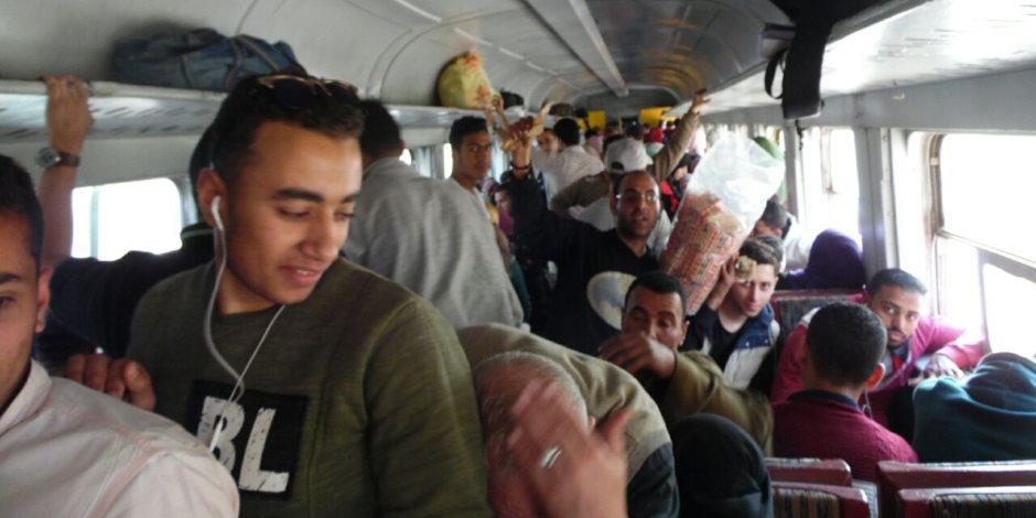صوت الأمة في معايشة حية بـ «دنيا المسافرين».. قطارات الأقاليم مولد بلا تنظيم.. والباعة الجائلون يسيطرون على محطة سكة حديد بلبيس
