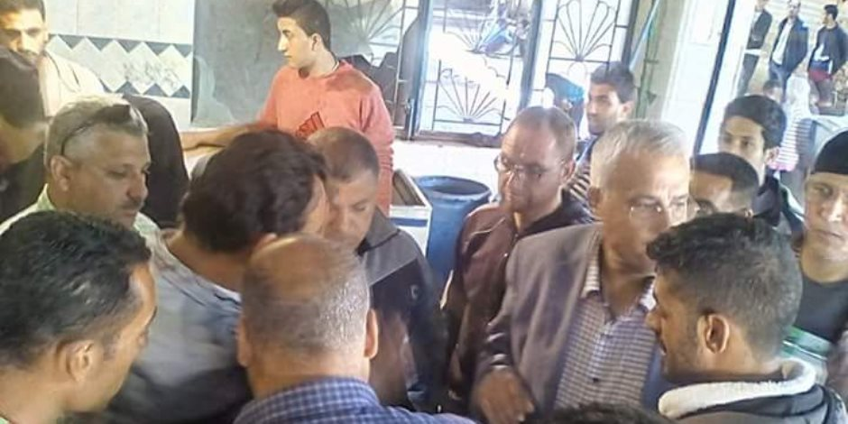 توزيع أسماك على تجار العريش فى شمال سيناء بحضور مدير التموين   (صور)